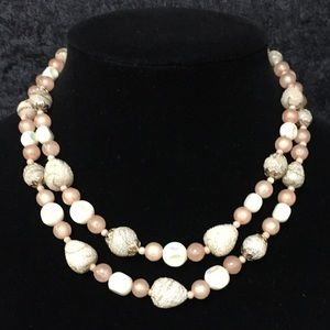 Jewelry - Pink and cream frosted bead vintage necklace u012